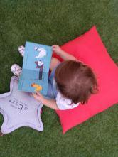 bebé leyendo